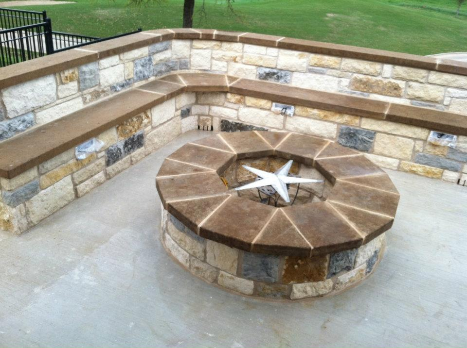 Beautiful patio with seat wall and fire pit – Landreth Construction